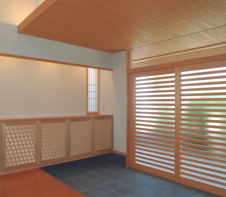 Dwelling – 新築Ty住宅: 杵村建築設計事務所が手掛けた廊下 & 玄関です。