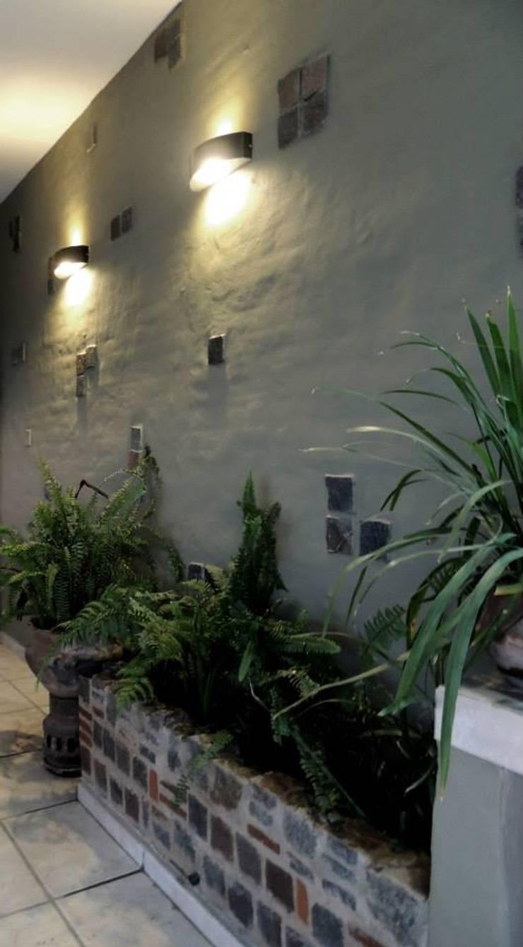 REMODELACION VIVIENDA <q>VDR</q> | VILLA DEL ROSARIO, CBA.: Jardines de estilo  por Cabello Jalil Arquitectas