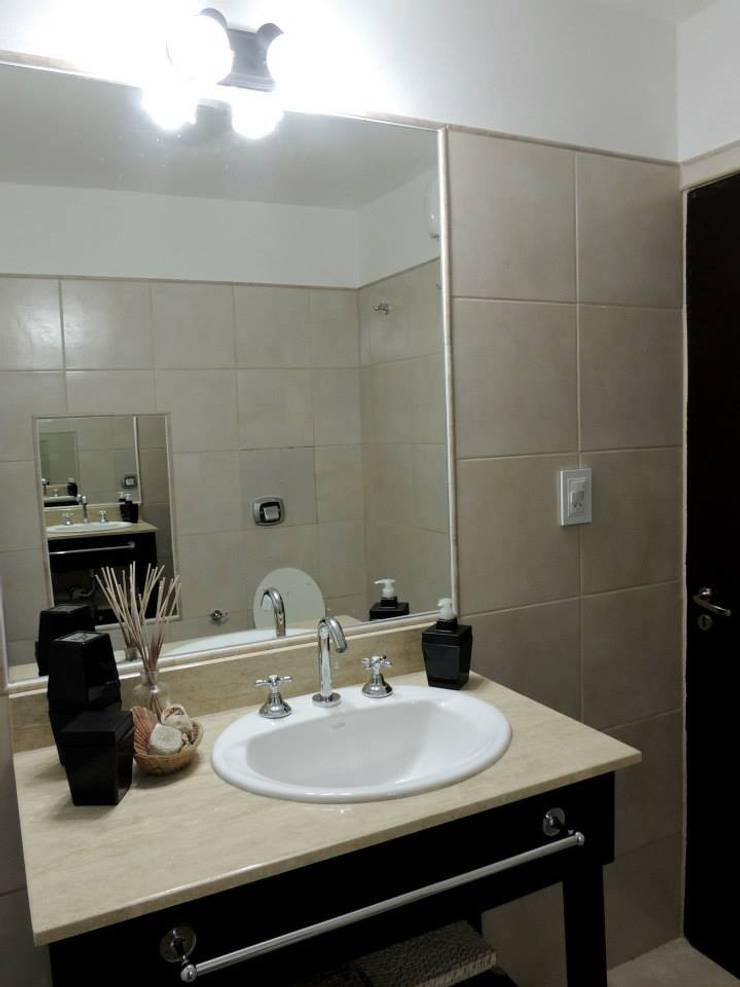 REMODELACION VIVIENDA <q>VDR</q> | VILLA DEL ROSARIO, CBA.: Baños de estilo  por Cabello Jalil Arquitectas
