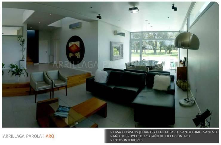 Casa El paso IV: Livings de estilo  por ARRILLAGA&PAROLA