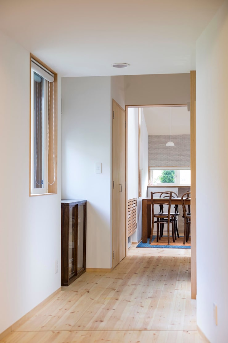 廊下: スズケン一級建築士事務所/Suzuken Architectural Design Officeが手掛けた廊下 & 玄関です。