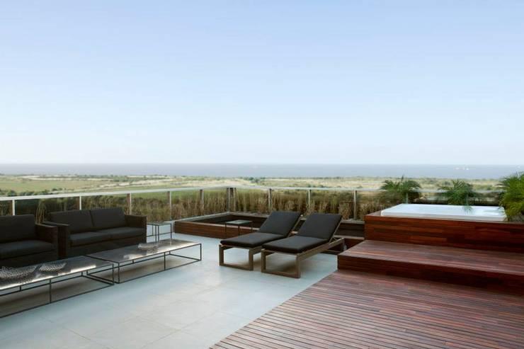 Zencity : Terrazas de estilo  por victorialosada
