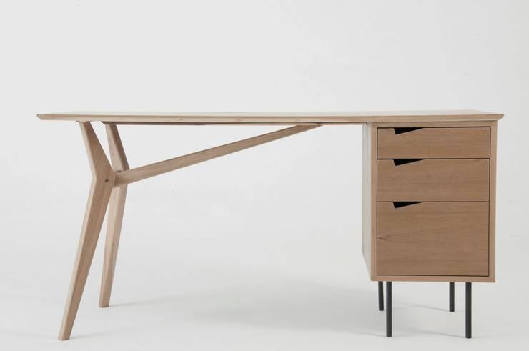 Muebles de diseño: Estudio de estilo  por Marini Estudio