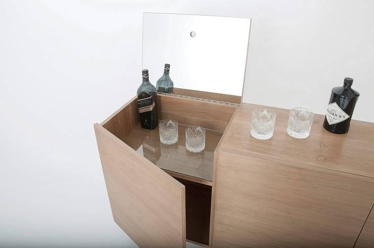 Muebles de diseño: Livings de estilo  por Marini Estudio