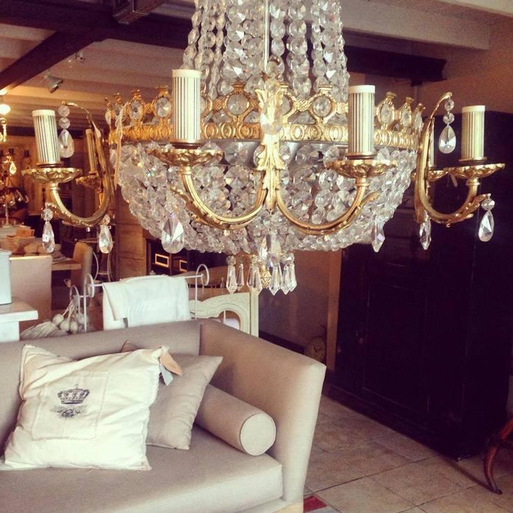 Espacios decorados por El Galpon: Livings de estilo  por Casa Galpón