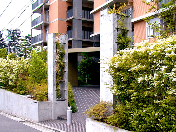 中庭を囲む集合住宅: ユミラ建築設計室が手掛けた家です。