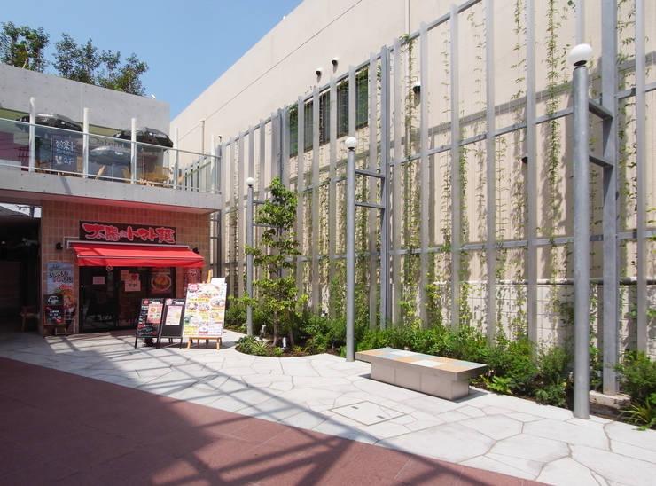 通り抜け通路のある建物: ユミラ建築設計室が手掛けた家です。,