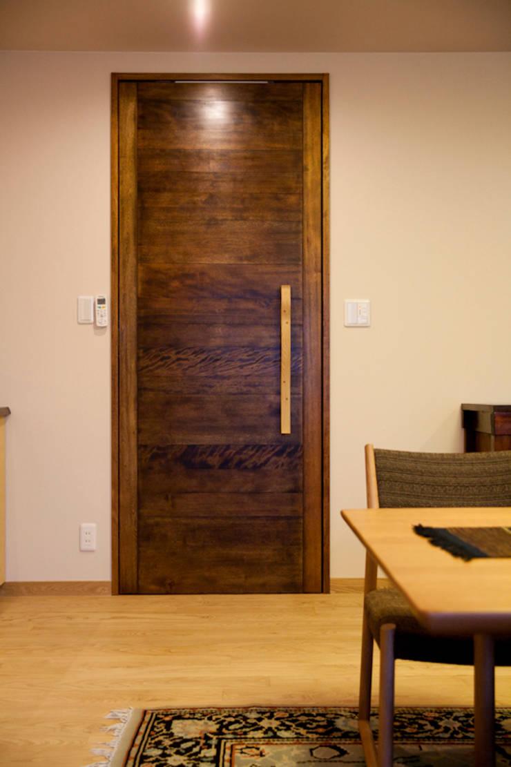 芦屋市S様邸: デザインスタジオ グランキューブが手掛けた和室です。