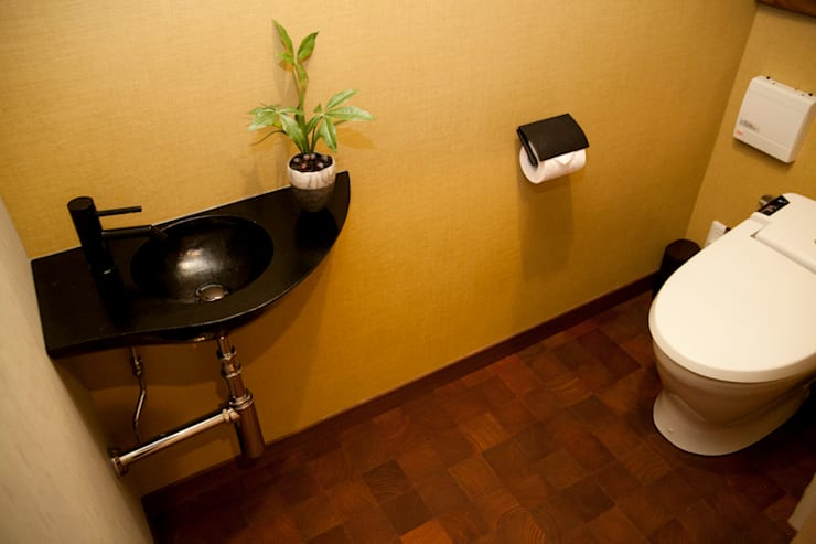 芦屋市S様邸: デザインスタジオ グランキューブが手掛けた浴室です。