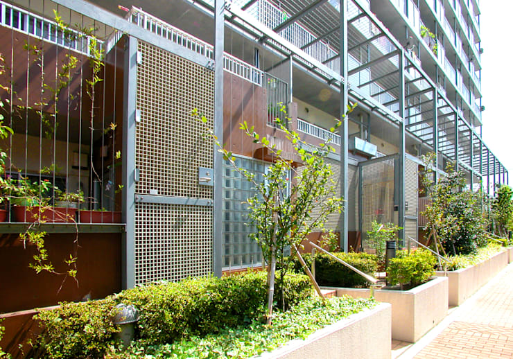 緑の環境の集合住宅2: ユミラ建築設計室が手掛けた家です。