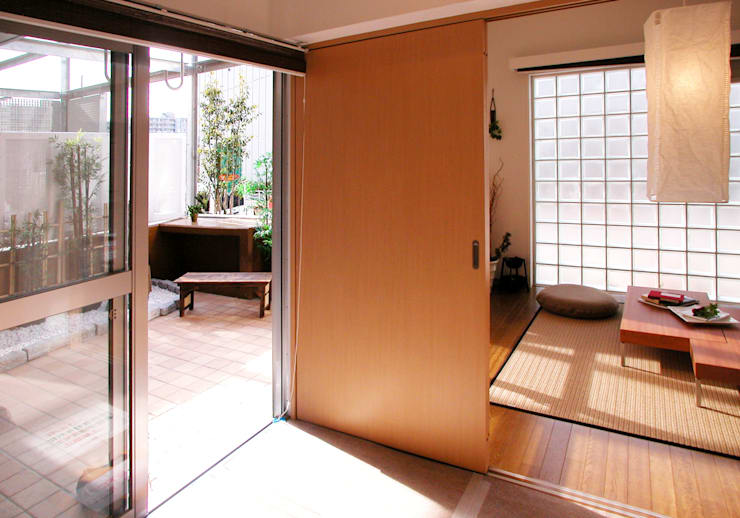 緑の環境の集合住宅2: ユミラ建築設計室が手掛けた和室です。