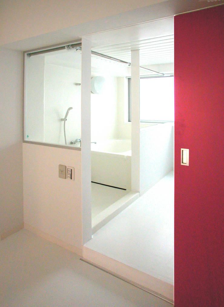 Bathroom by ユミラ建築設計室, Modern