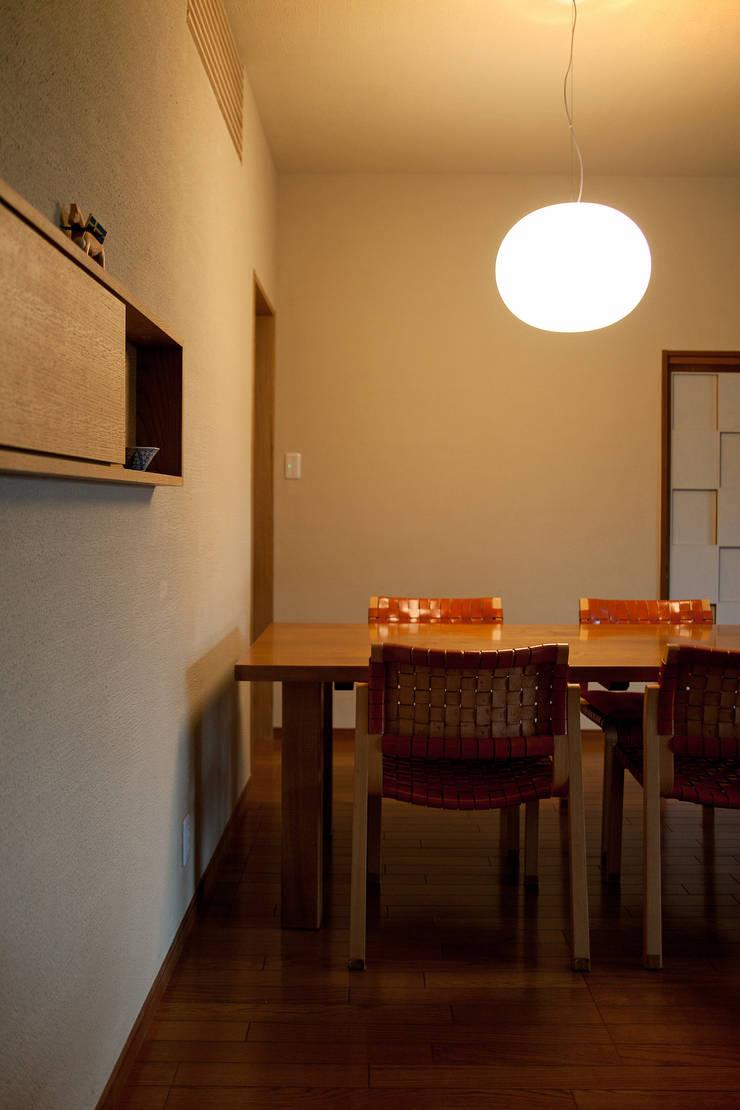 毘沙門の家: 村松英和デザインが手掛けたダイニングです。