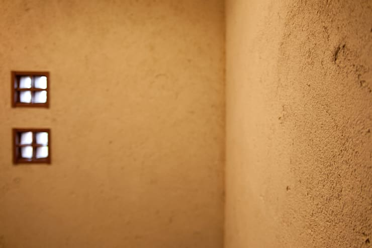 毘沙門の家: 村松英和デザインが手掛けた廊下 & 玄関です。