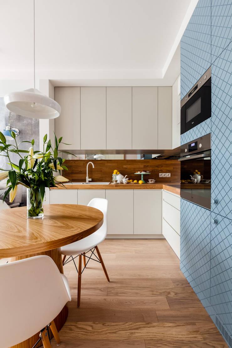 Our photoshoot of apartment design by JT Grupa Architects 2: styl , w kategorii Kuchnia zaprojektowany przez Ayuko Studio ,