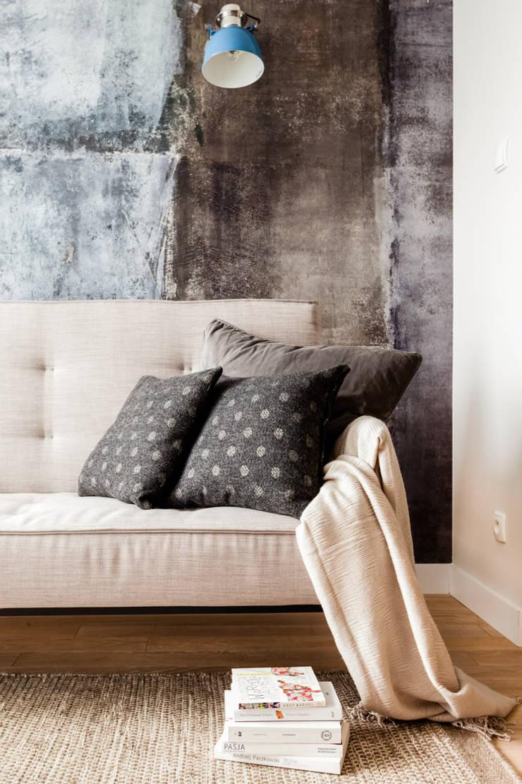 Our photoshoot of apartment design by JT Grupa Architects 2: styl , w kategorii Salon zaprojektowany przez Ayuko Studio ,