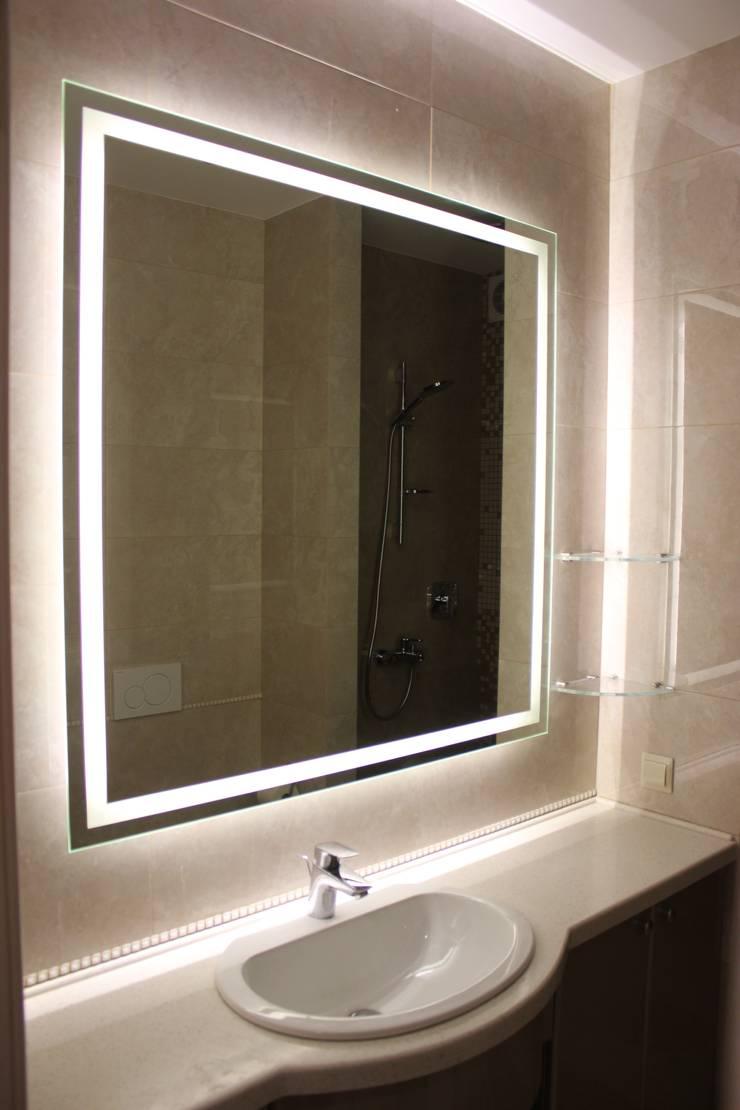 Зеркало с подсветкой/ Mirror with light: Ванная комната в . Автор – ReflectArt,
