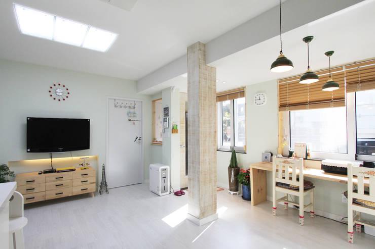 Living room by 핸디디자인