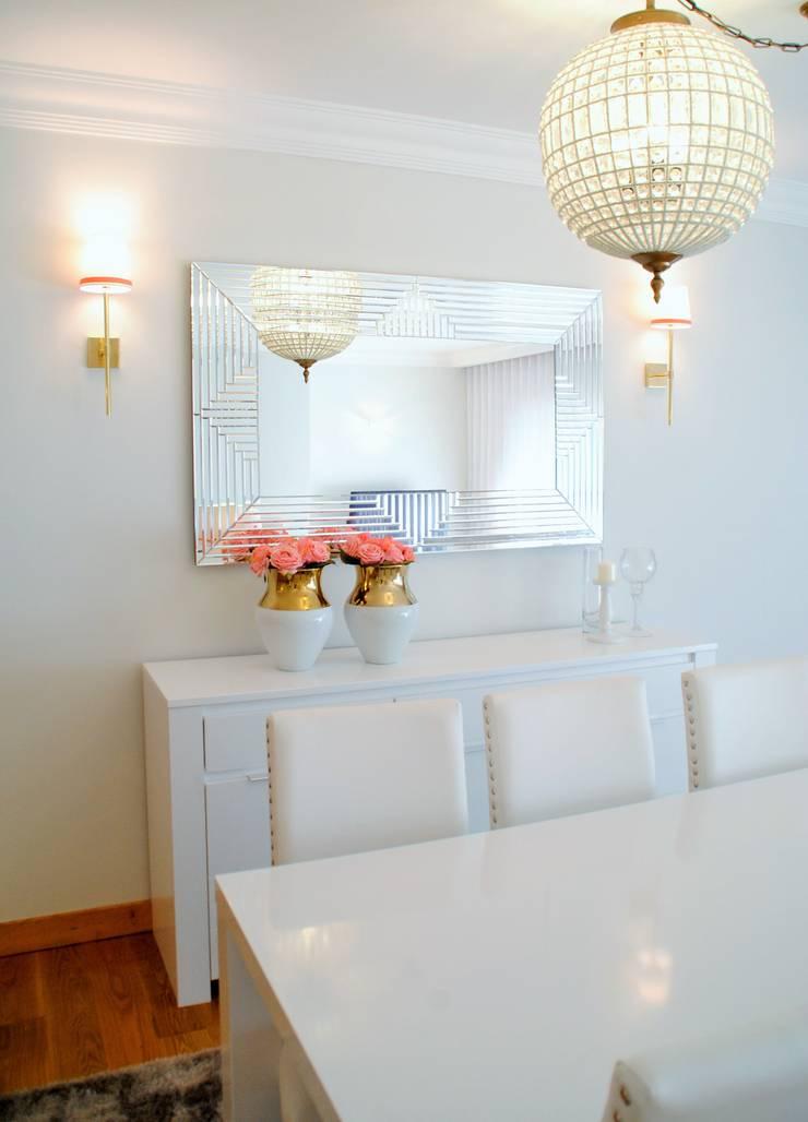 Brilho e Luz! – Decoração de sala de estar e jantar: Salas de estar  por White Glam