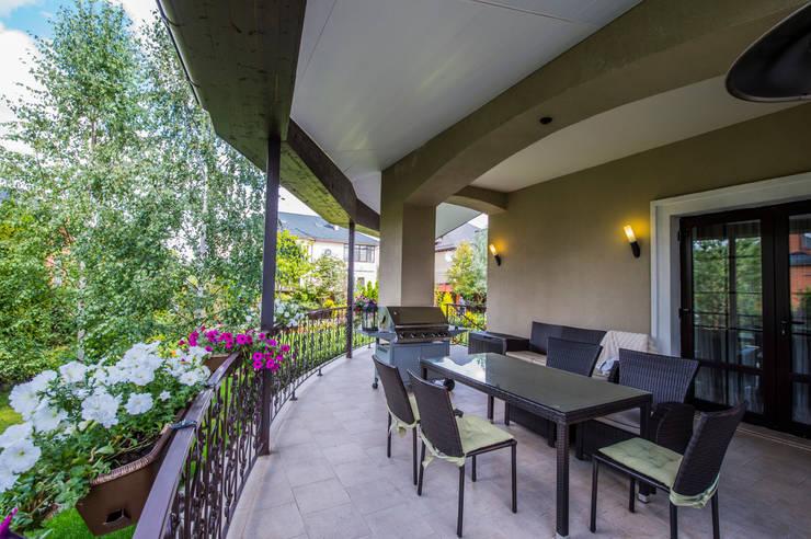 Балкон Балкон и терраса в классическом стиле от LUXER DESIGN Классический
