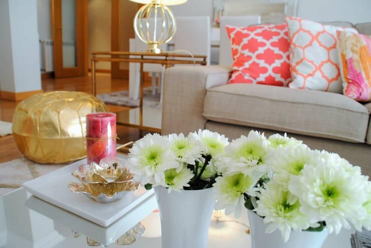 غرفة المعيشة تنفيذ White Glam