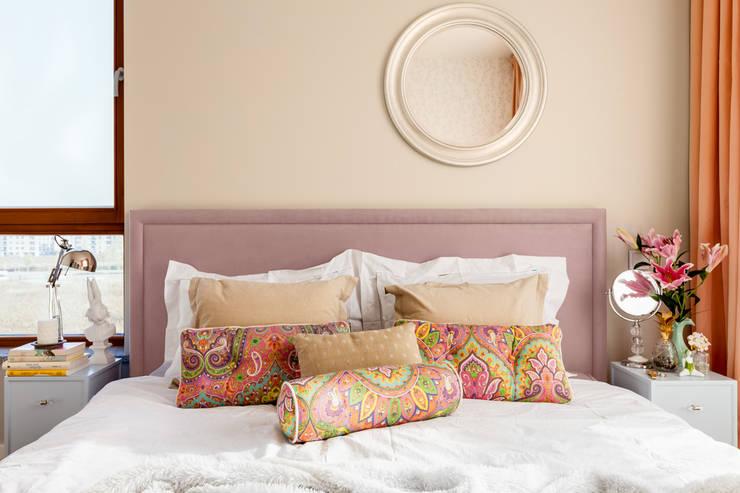 Camera da letto in stile in stile Classico di Ayuko Studio