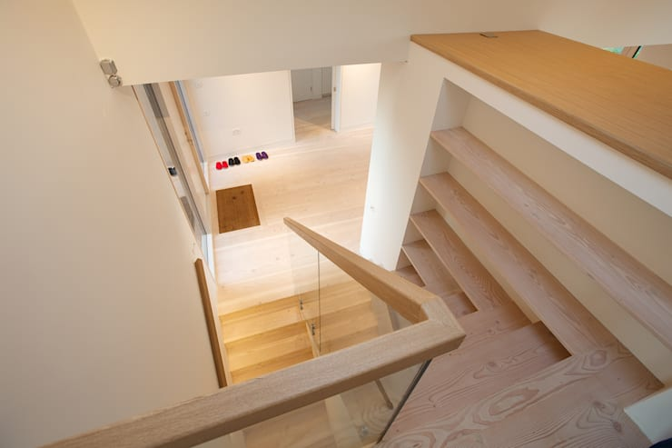 ​The Douglas Fir staircase and flooring in the hall at Bourne Lane House in Kent:  Corridor & hallway by Nash Baker Architects Ltd