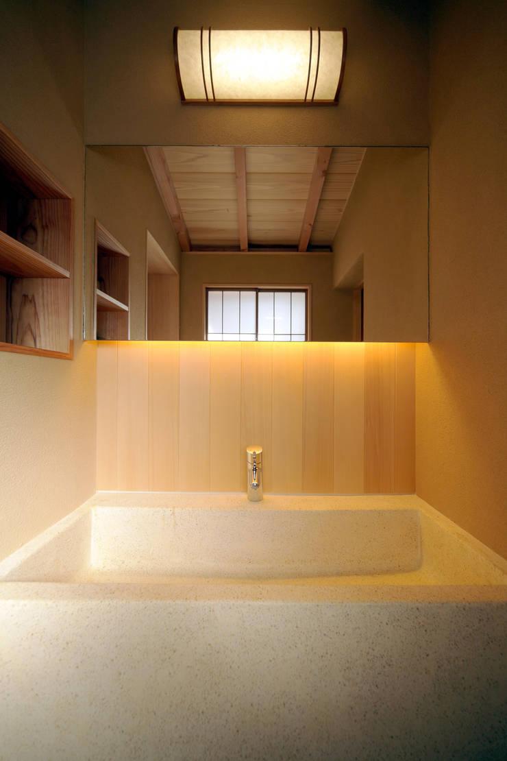 旅館花屋: 花屋設計部が手掛けた浴室です。