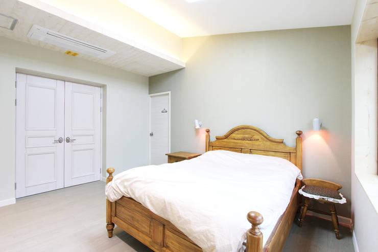 마산 구산면 주택 인테리어 : 핸디디자인 의  침실