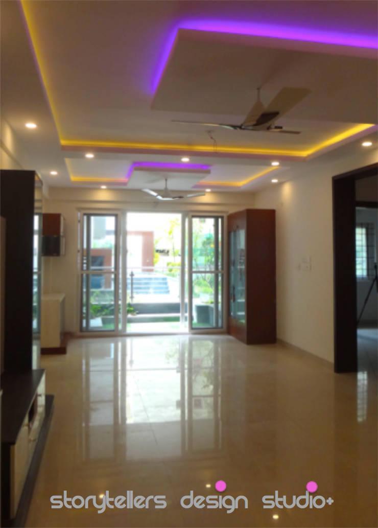 Flat:  Corridor & hallway by Storytellers Design Studio