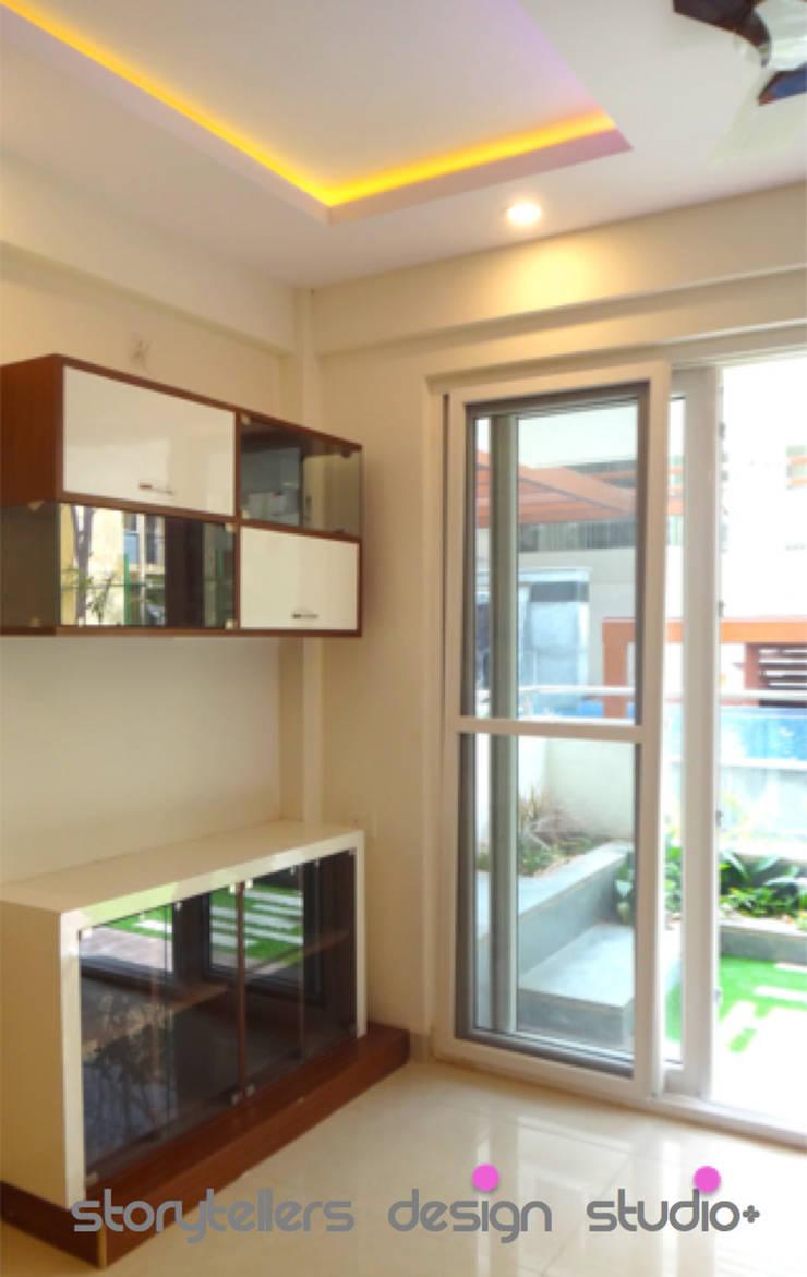 Flat:  Living room by Storytellers Design Studio