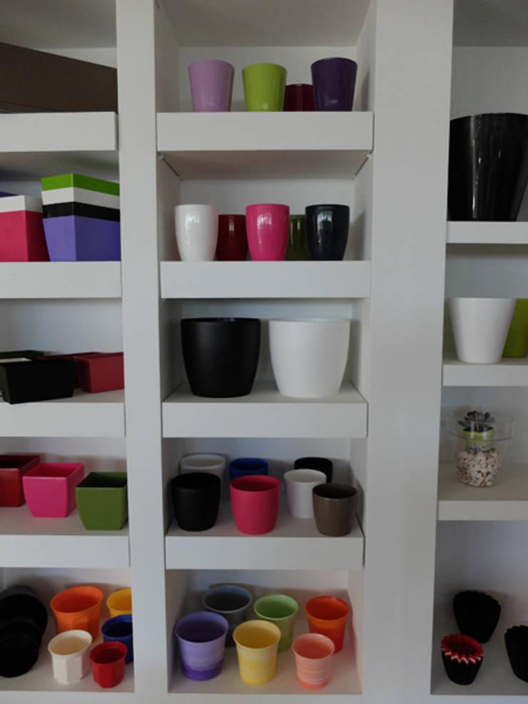 Showroom: Casa  por Melo & Santos, Lda
