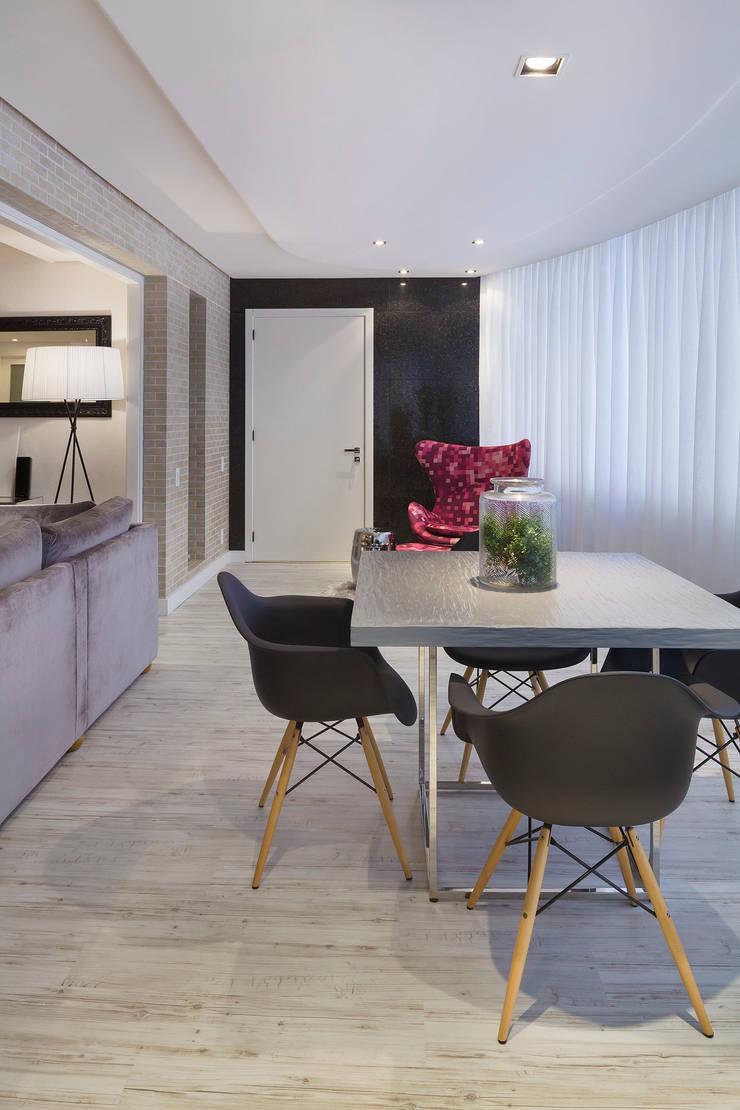 CASA NPW: Salas de estar  por BTarquitetura,Moderno