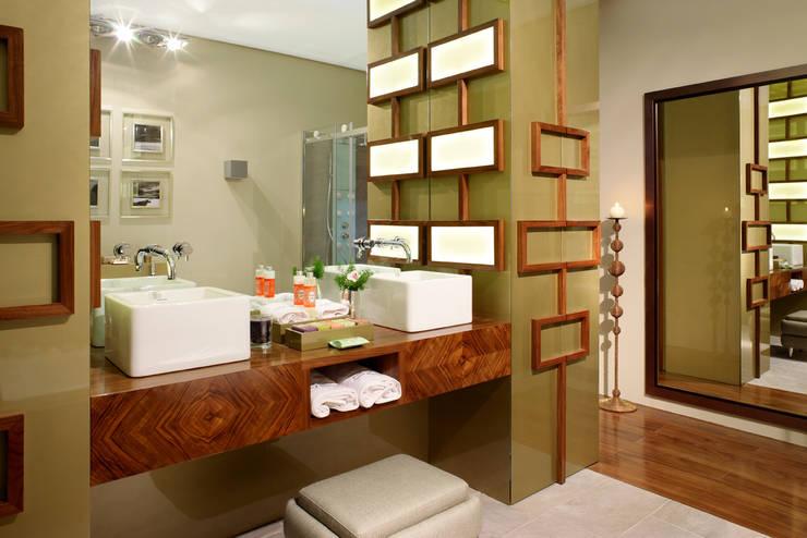 Maison & Objet - Suite Hotel | 2010: Casas de banho modernas por Susana Camelo