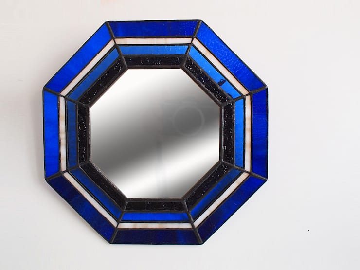 ステンドグラス 風水八角鏡: ステンドグラス アトリエ ダブルオウエイトが手掛けた壁&床です。,