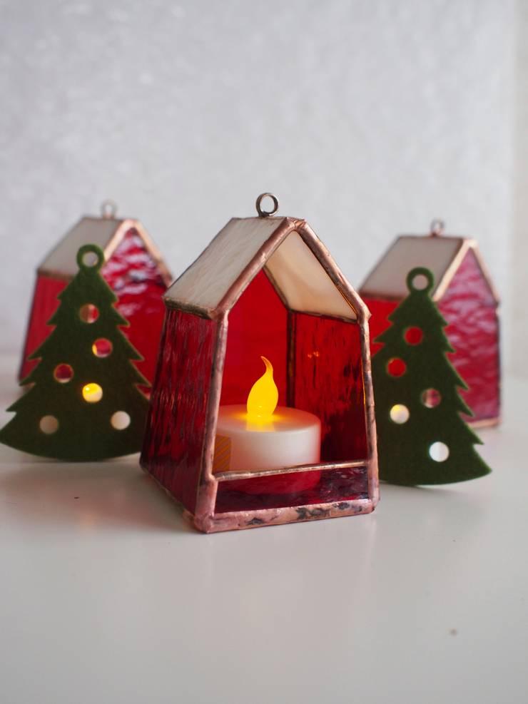 クリスマスカラーバージョン: ステンドグラス アトリエ ダブルオウエイトが手掛けた寝室です。