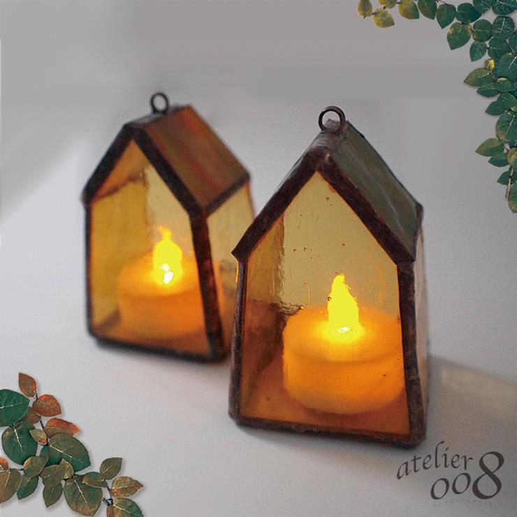 秋色バージョン: ステンドグラス アトリエ ダブルオウエイトが手掛けた寝室です。