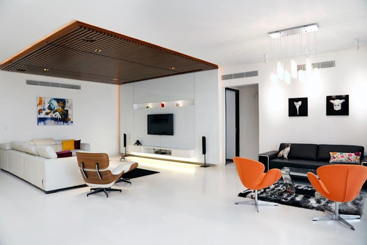 Mr.Reddy Residence:  Living room by Uber space