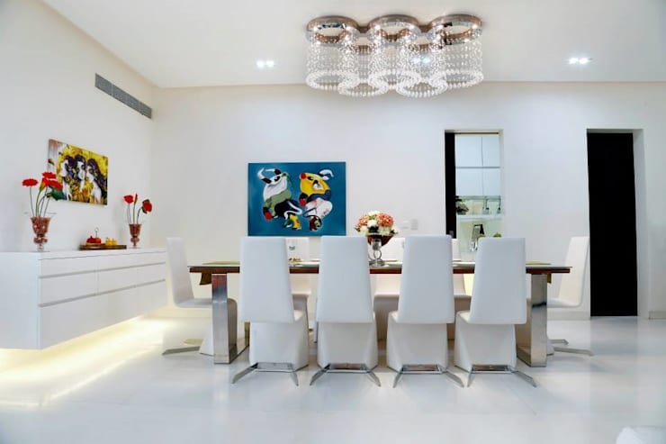 Mr.Reddy Residence:  Dining room by Uber space