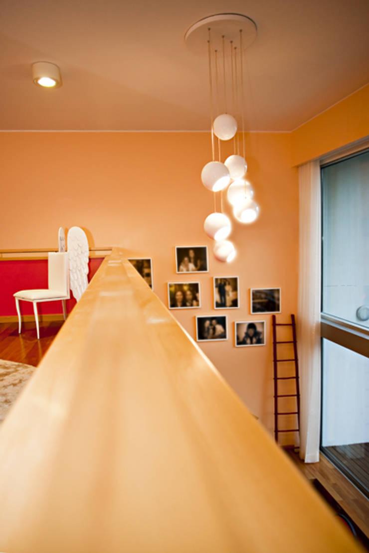 Loft | Quinta de Cravel | 2011: Quartos  por Susana Camelo