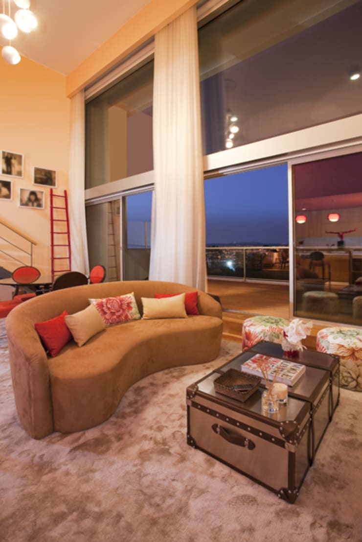 Loft | Quinta de Cravel | 2011: Salas de estar  por Susana Camelo