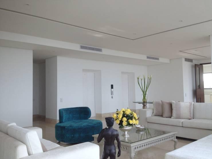 GRATTACIELO: Salas de estilo  por RCRD Studio