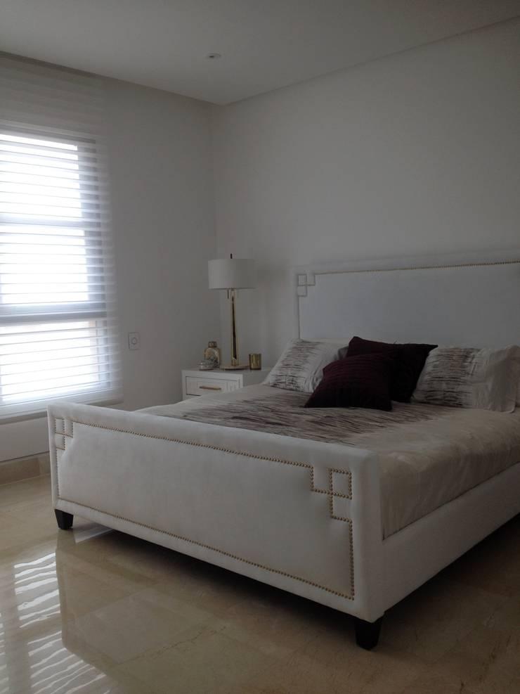 GRATTACIELO: Habitaciones de estilo moderno por RCRD Studio