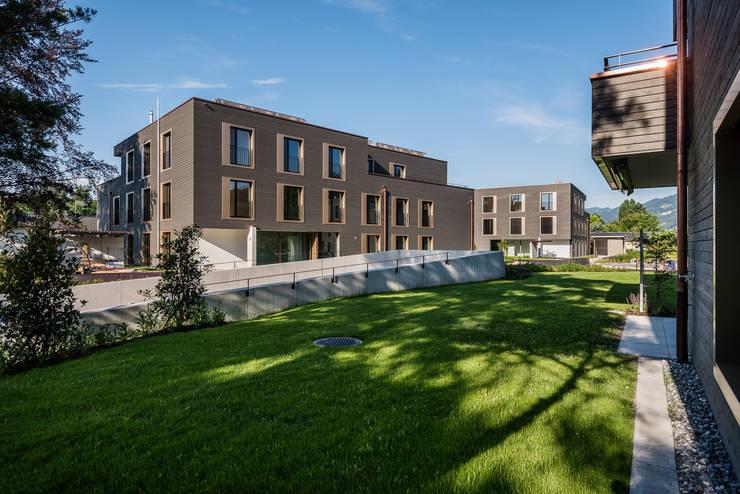 Nord-Ostfassaden:  Häuser von Giesser Architektur + Planung,Modern Holz Holznachbildung