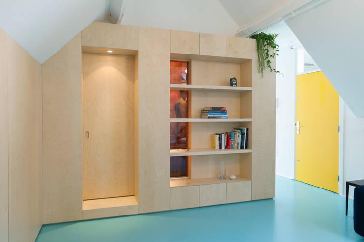 Amsterdam Urban Loft:  Woonkamer door Bureau Fraai
