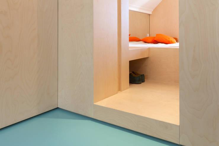 Amsterdam Urban Loft:  Slaapkamer door Bureau Fraai