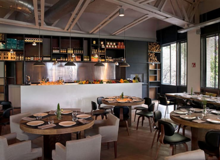 BAR TOMATE: Comedor de estilo  por Diseño Integral En Madera S.A de C.V.