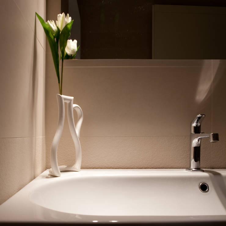 abitazione privata, Bologna: Bagno in stile in stile Scandinavo di senzanumerocivico