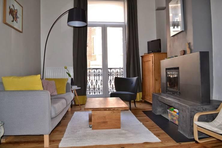 Rénovation maison Bruxelles: Salon de style de style Moderne par Metaforma Architettura
