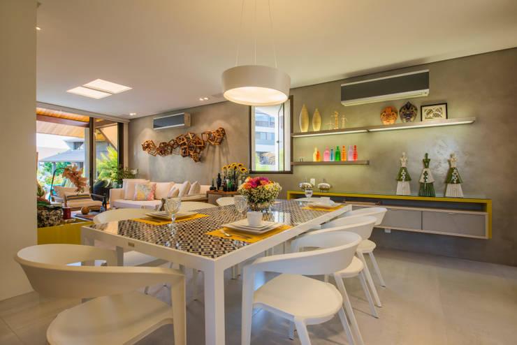 Vista Geral da Sala do Bangalô: Salas de jantar modernas por arqMULTI